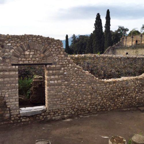 Parco archeologico di Pompei - Tempio di Iside - Ricostruzione muro - Situazione finale